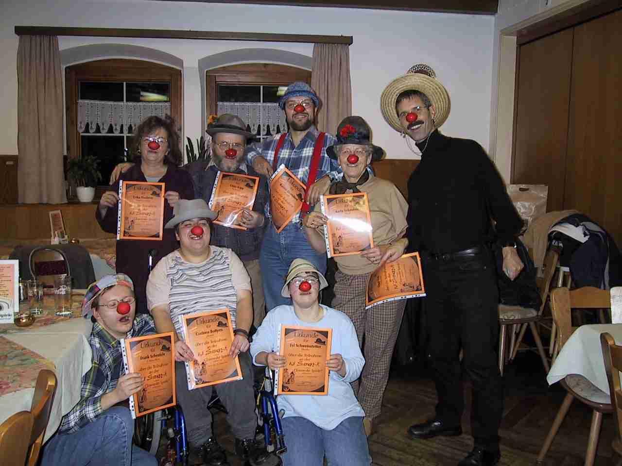Die Clowns nach der Ausbildung in der Szenen-AG.